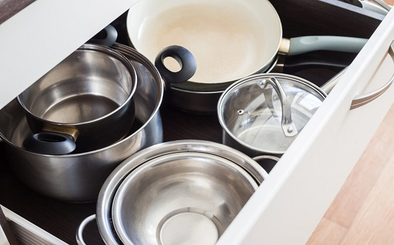 Store Pans in Oven Drawer